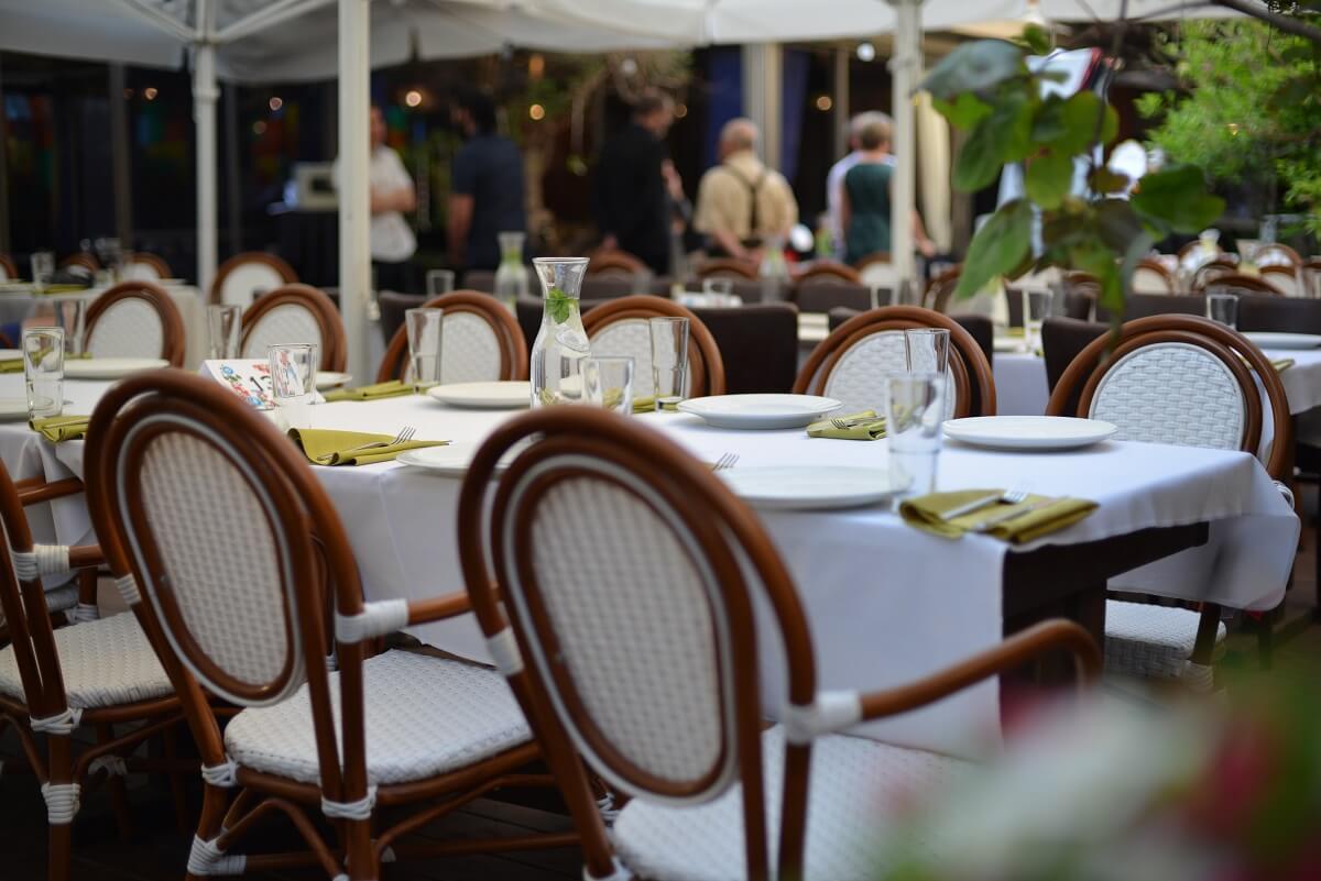 מסעדה שישי בערב בתל אביב